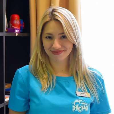 specialist în terapie cu delfini Atanasova Olga Anatolievna, fotografie therapynemo.com